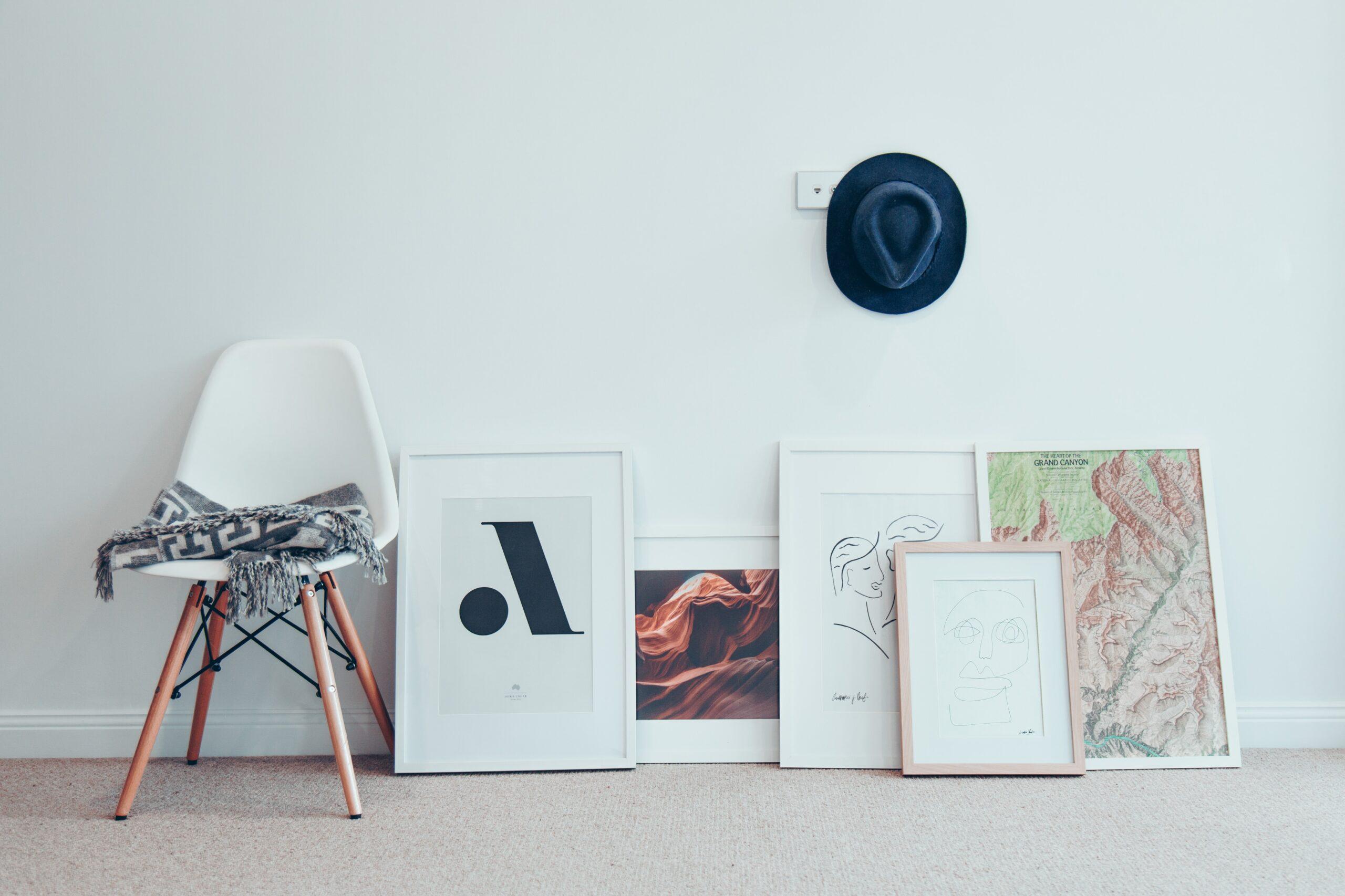 tavlor mot vägg